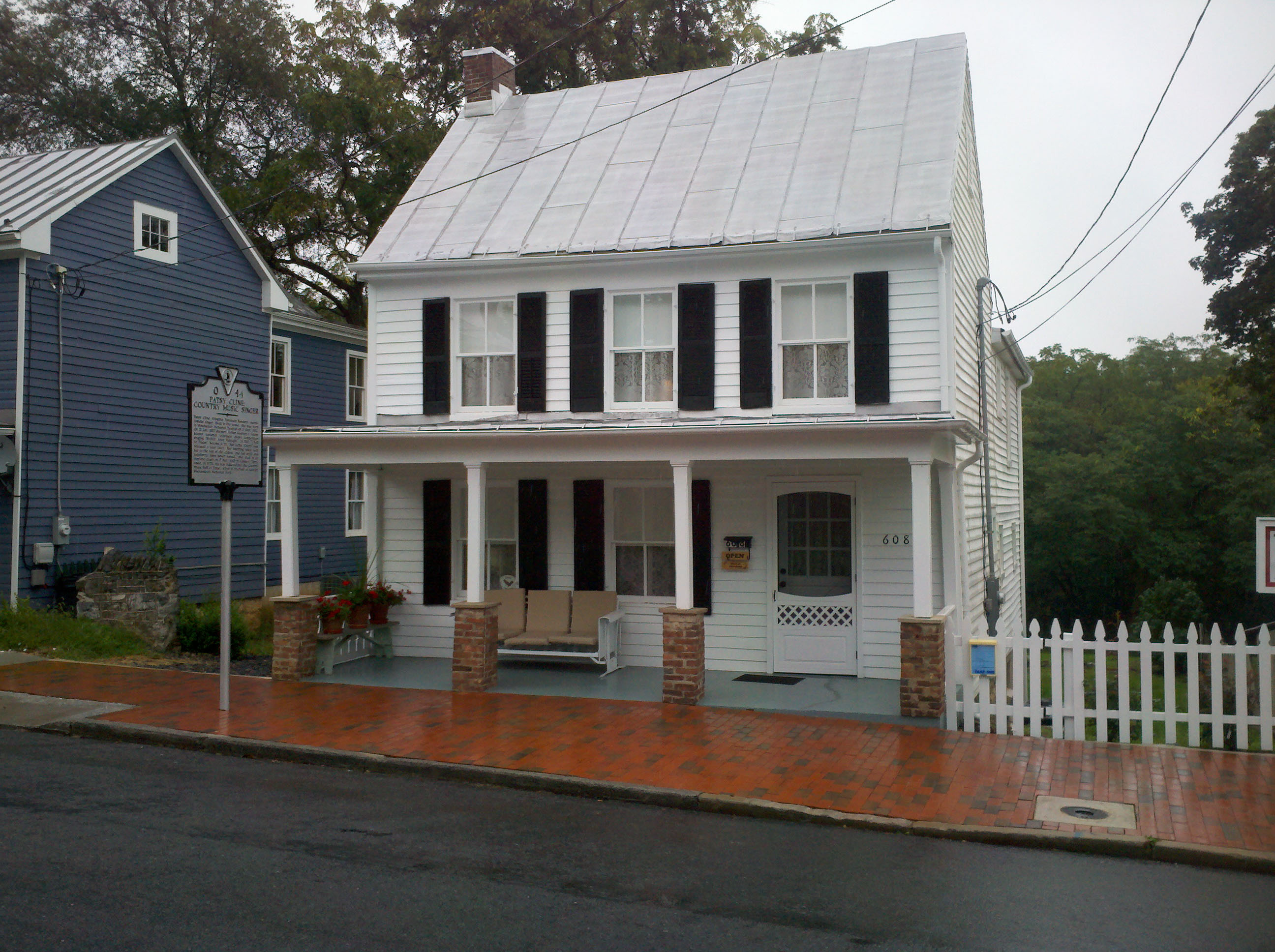 Patsy cline historic house old town winchester for Cline homes